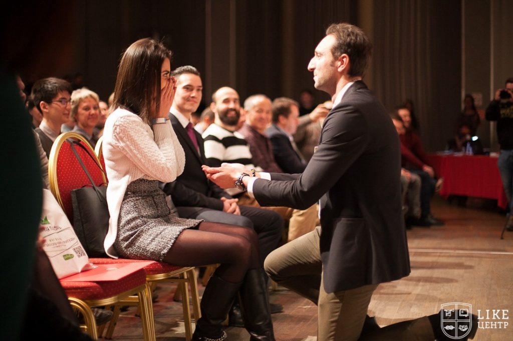 Предложение руки и сердца на Бизнес конференции Аяза ШАбутдинова