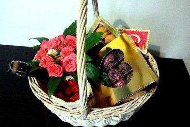 корзина с цветами, подарочная корзина с цветами