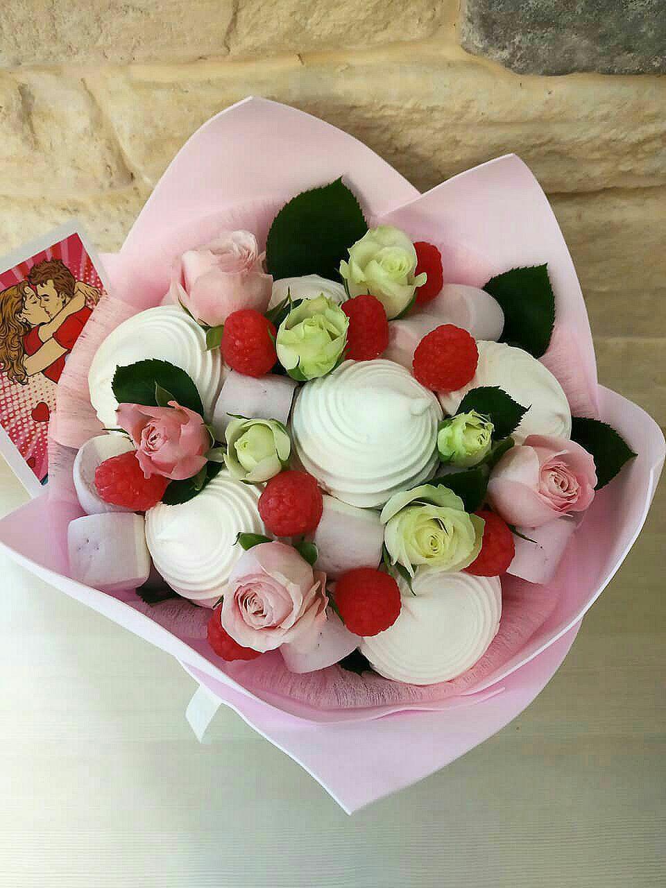 Роз, букет из зефира и живых цветов